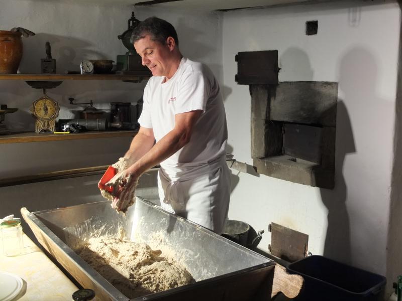 Brotback-Erlebnis: Vorweihnachtlicher Brotgenuss aus dem Holzbackofen