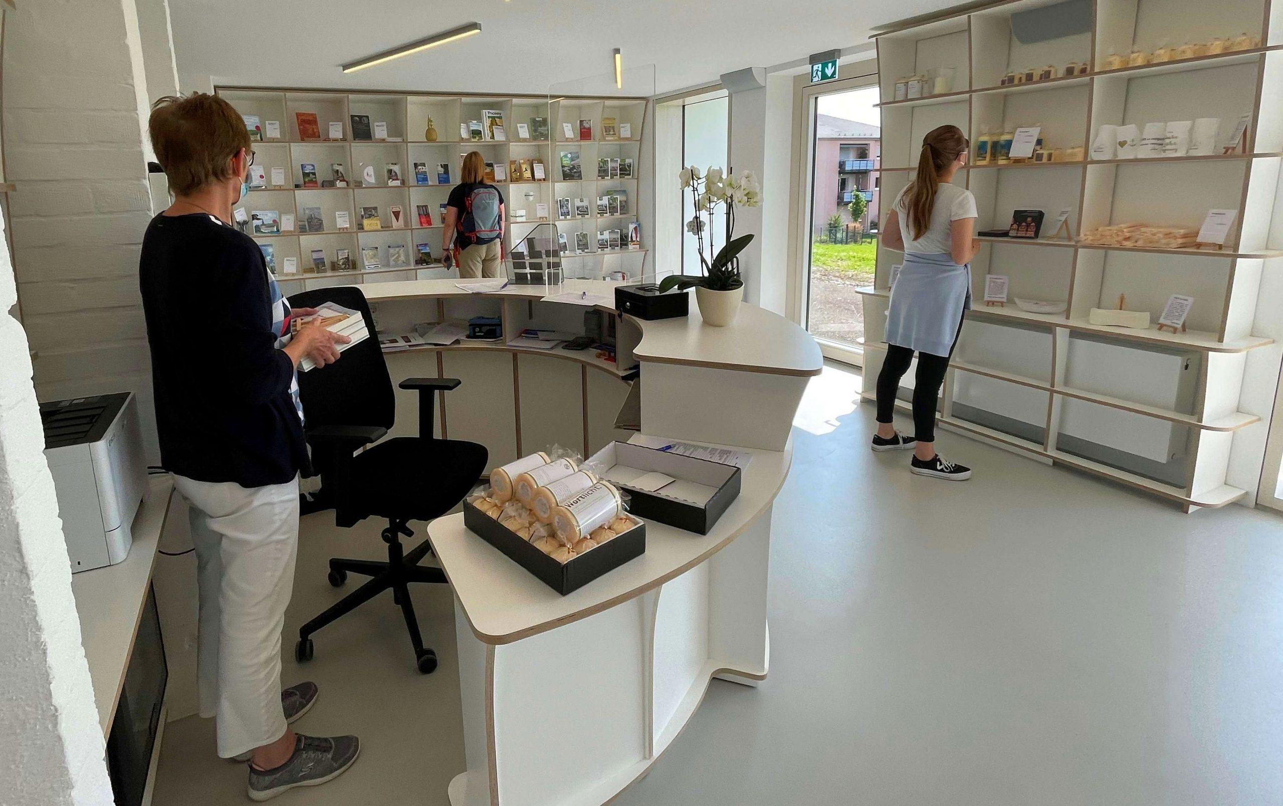 Die Gemeinde Tholey und die Benediktinerabtei haben im ehemaligen Schwesternhaus in Tholey in der Römerallee 5 ihre neue gemeinsame Tourist-Information eröffnet